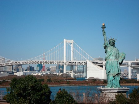 Lady-liberty-rainbow-Odaiba