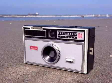 1024px-Kodak_Instamatic_104
