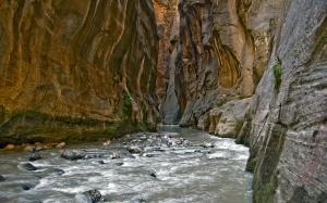 paisaje_de_un_rio_caudaloso-1920x1200