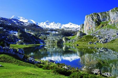 Lago Ercina en primavera - Parque nacional de Picos de Europa (Cangas de On's)